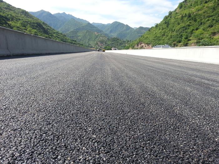 山区高速桥面铺装工程